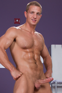male muscle gay porn star Landon Mycles | hotmusclefucker.com