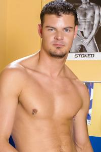 male muscle gay porn star Derrick Hanson | hotmusclefucker.com