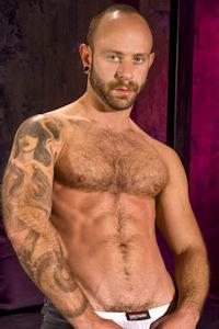 male muscle gay porn star Johnny Gunn | hotmusclefucker.com