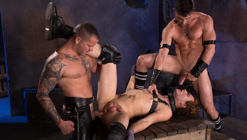 Maiale Puppy, Scene # 03 – Lance Hart, Micky Mackenzie, Max Cameron (fistingcentral)
