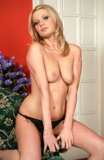 Angie Blond Picture